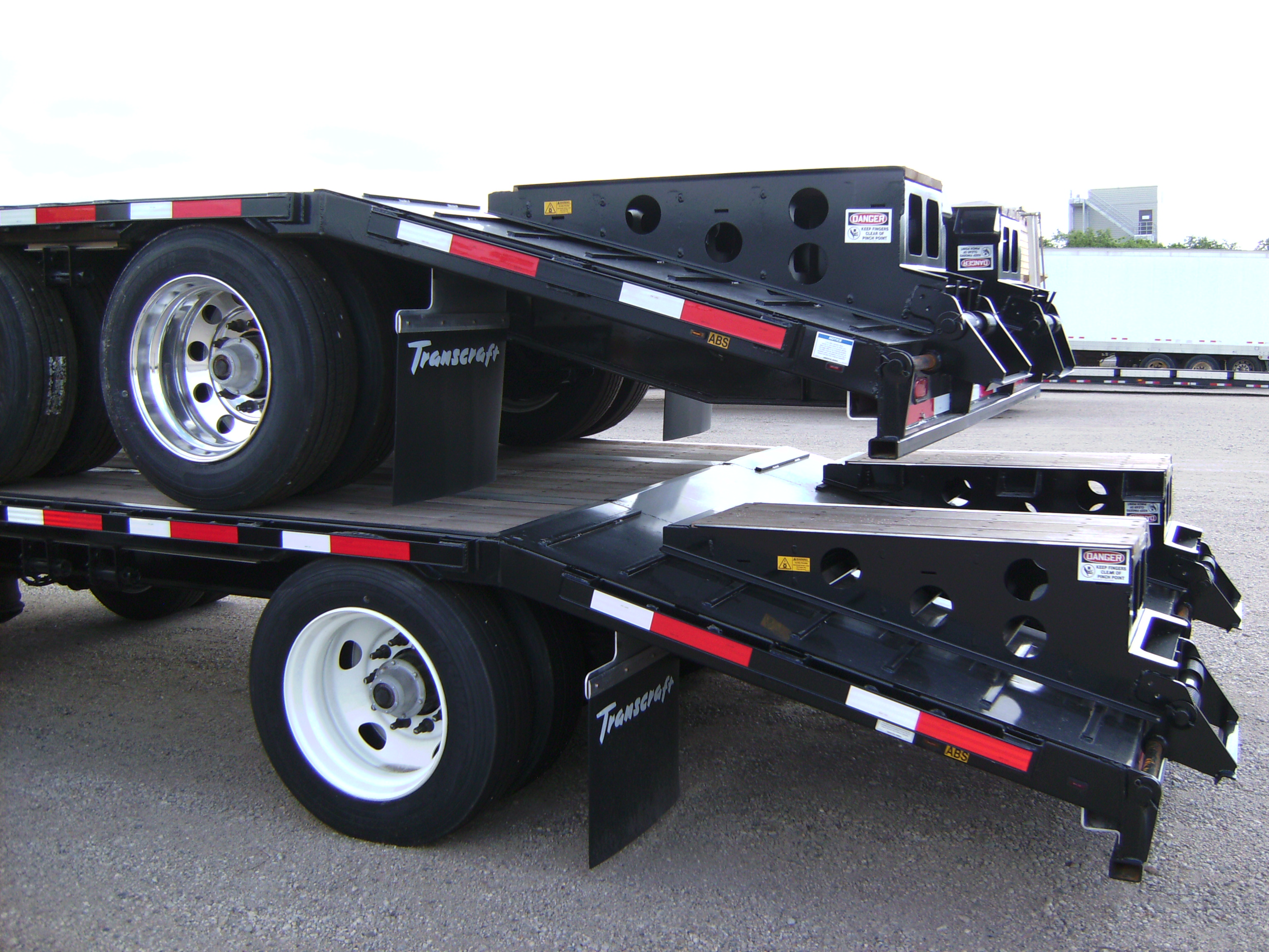 http://www.semitrailersalesandleasing.com/image/cache/2018_Transcraft_48x102_dropdeck_w_ramps_004.JPG Image