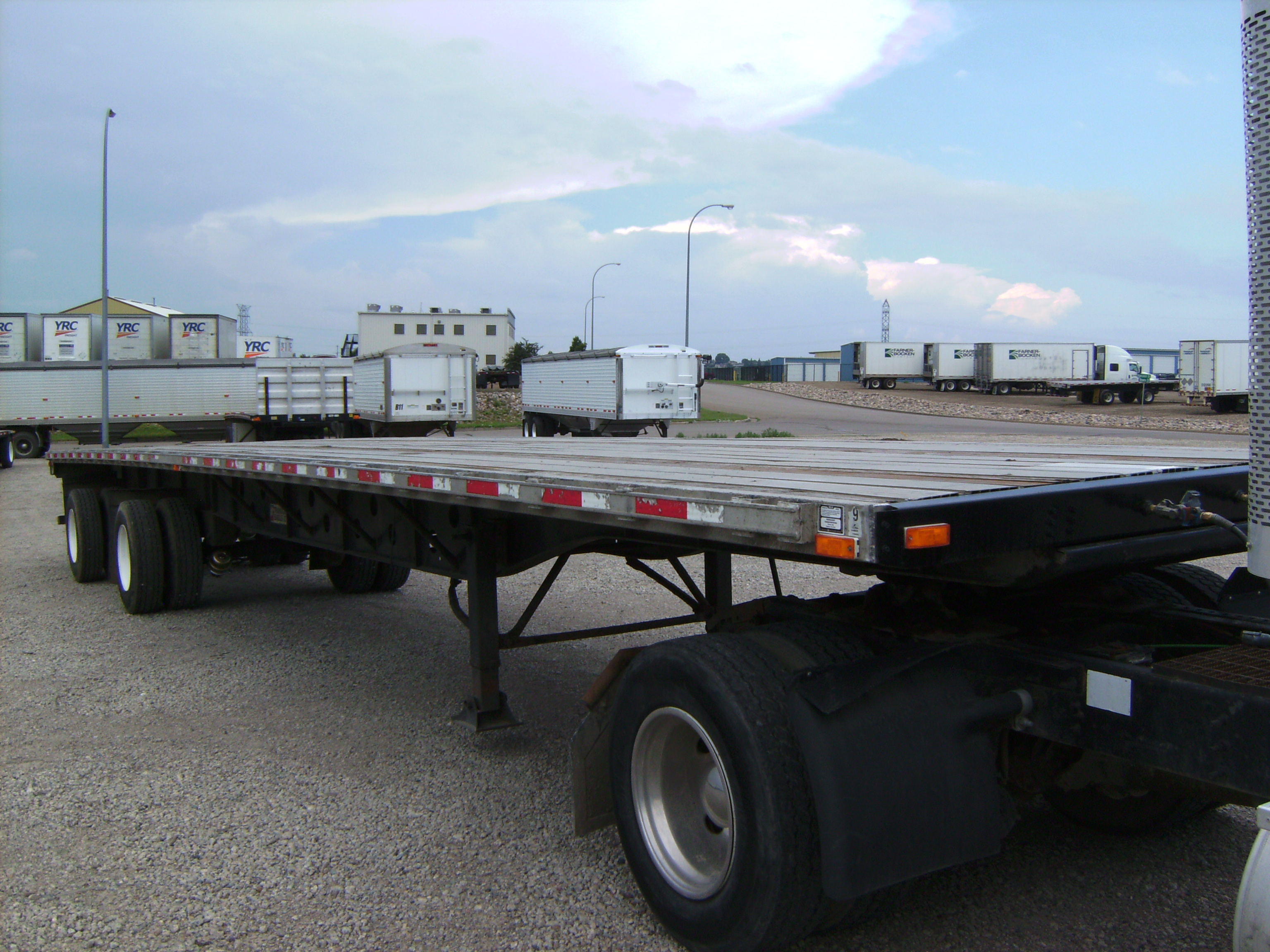 http://www.semitrailersalesandleasing.com/image/cache/2005_Transcraft_48x102_flatbed_012740_009.JPG Image