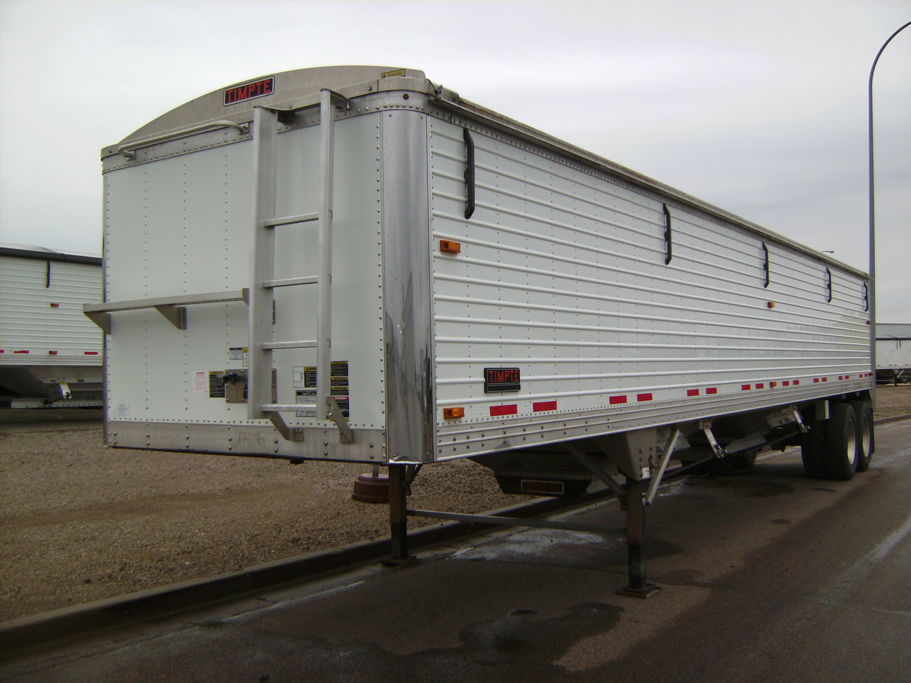 http://www.semitrailersalesandleasing.com/image/cache/2015_Timpte_40x72x96_ag_hopper_144461_002.JPG Image