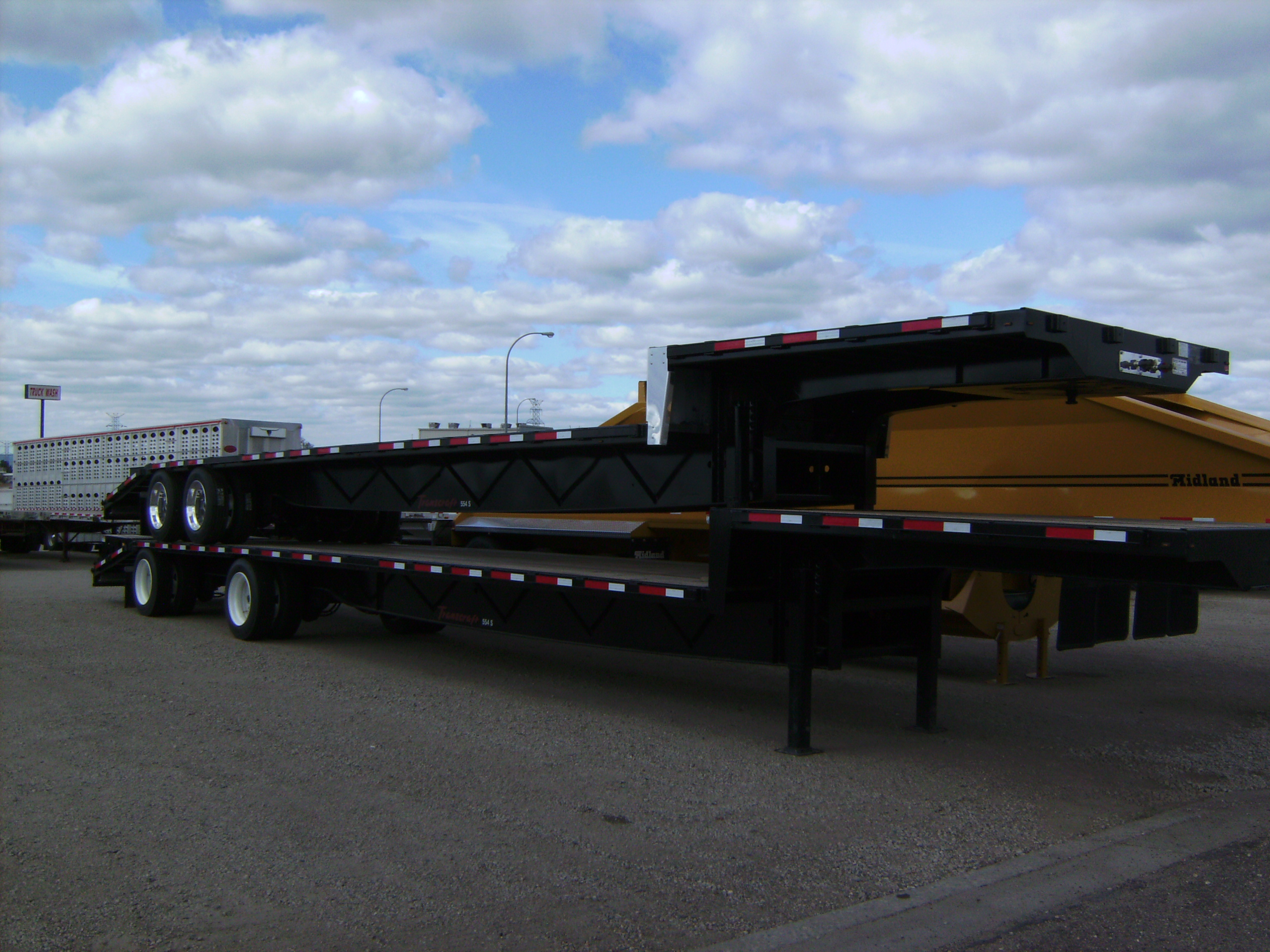 http://www.semitrailersalesandleasing.com/image/cache/2018_Transcraft_48x102_dropdeck_w_ramps_001.JPG Image