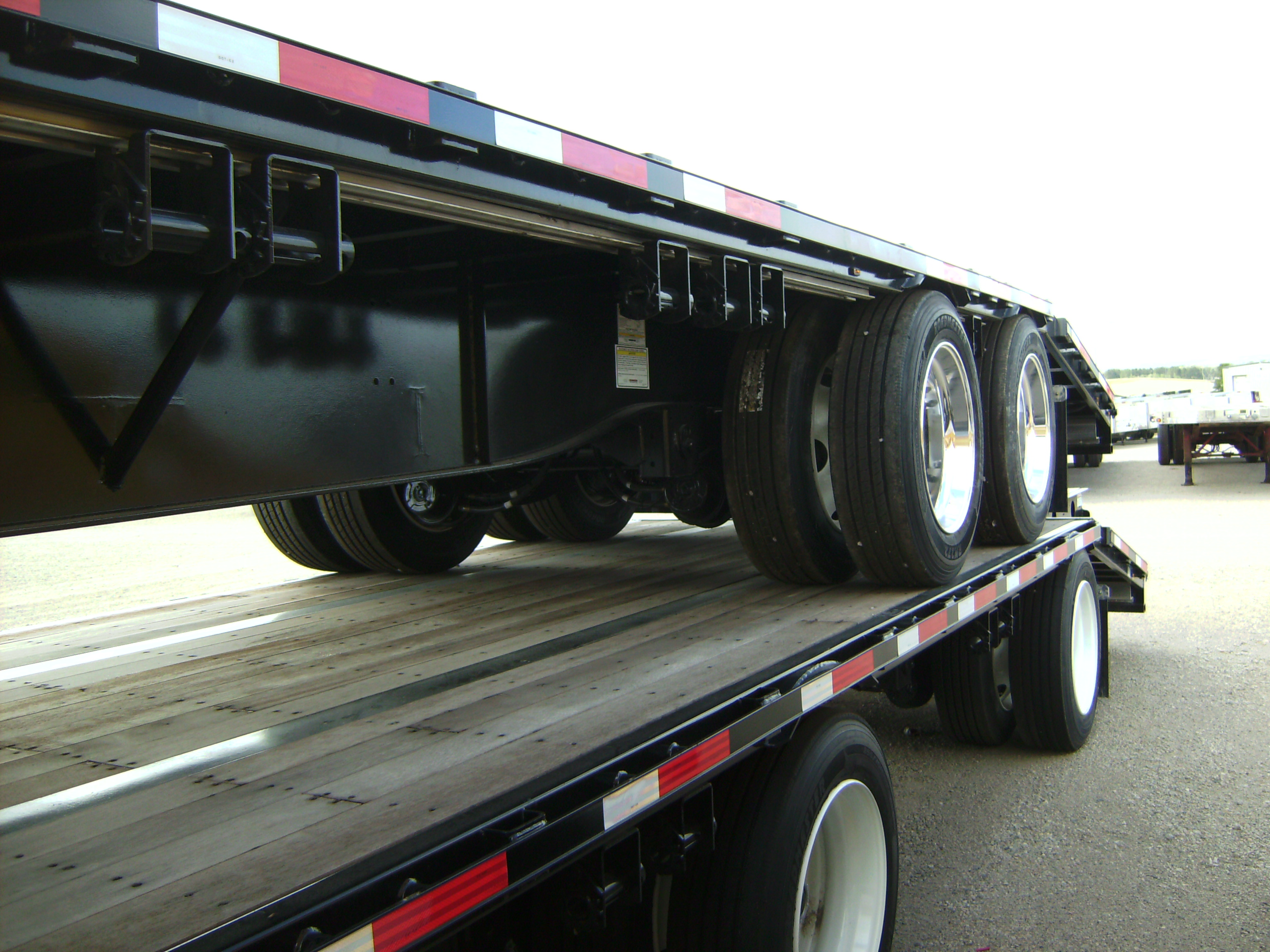 http://www.semitrailersalesandleasing.com/image/cache/2018_Transcraft_48x102_dropdeck_w_ramps_003.JPG Image