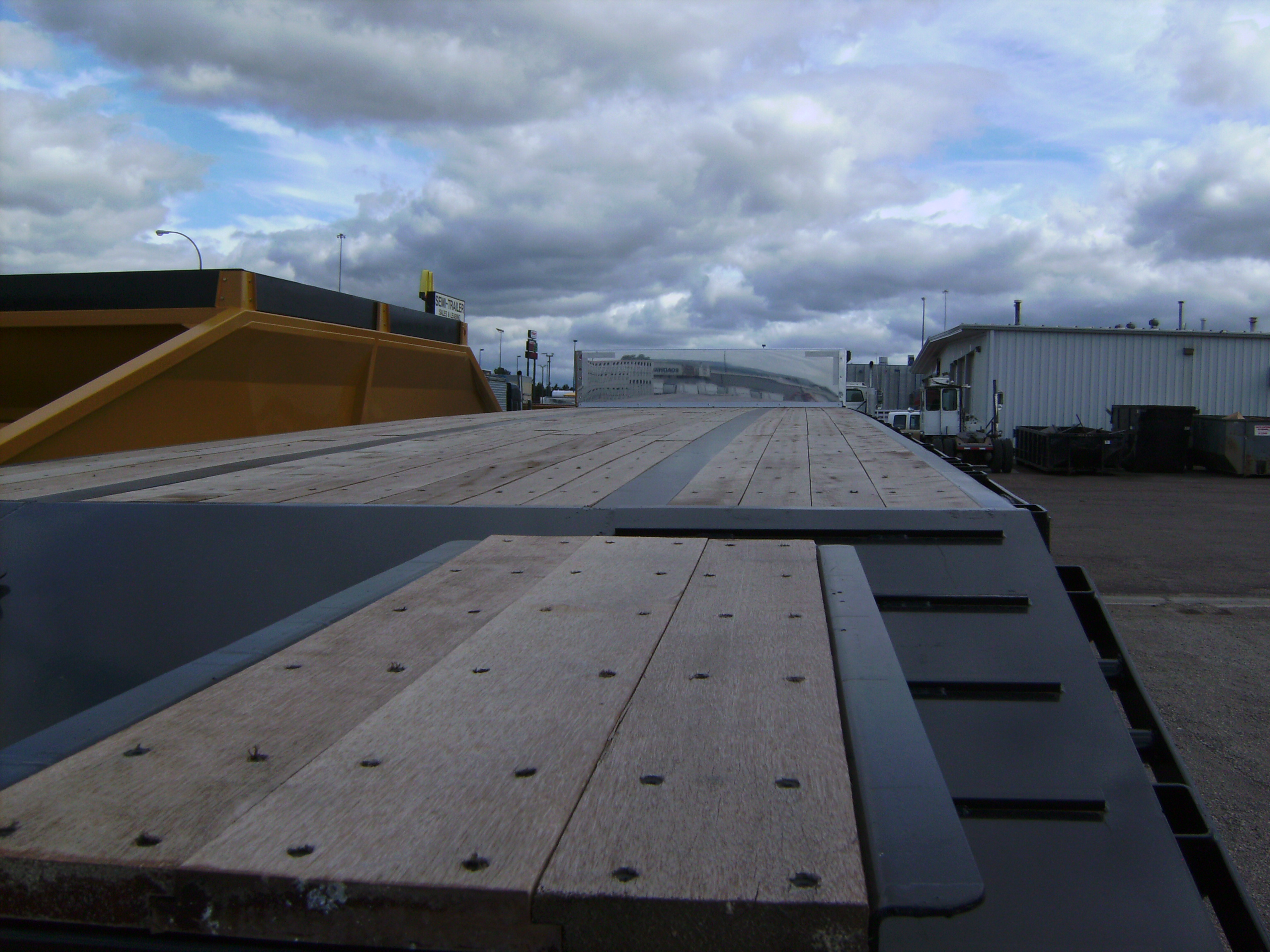 http://www.semitrailersalesandleasing.com/image/cache/2018_Transcraft_48x102_dropdeck_w_ramps_006.JPG Image